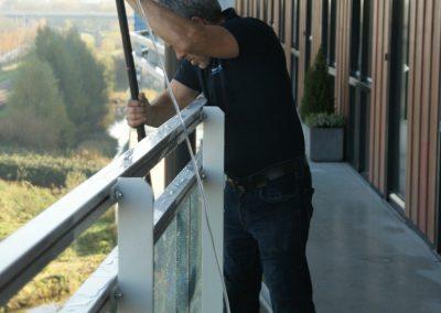 glasbewassing galerij buitenzijde